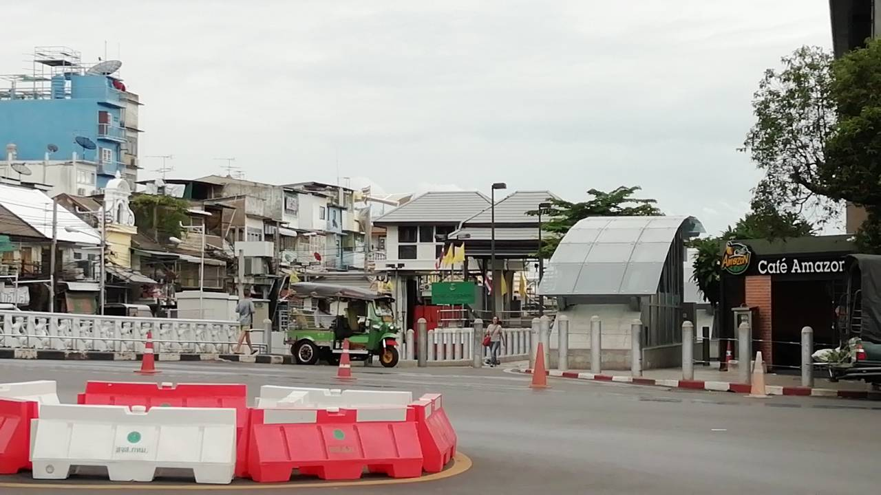 MRT Sanam Chai - Exit 5